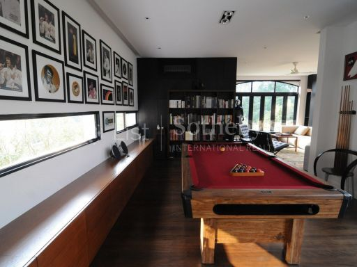 black-and-white-style-bungalow-for-sale 8