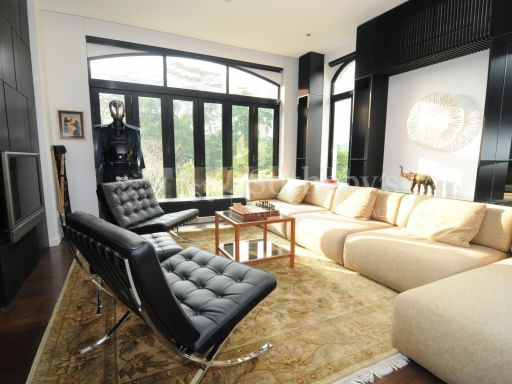 black-and-white-style-bungalow-for-sale 9
