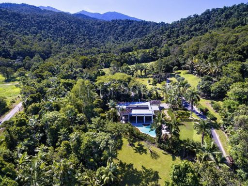 luxurious-estate-by-the-edge-of-the-rainforest 19