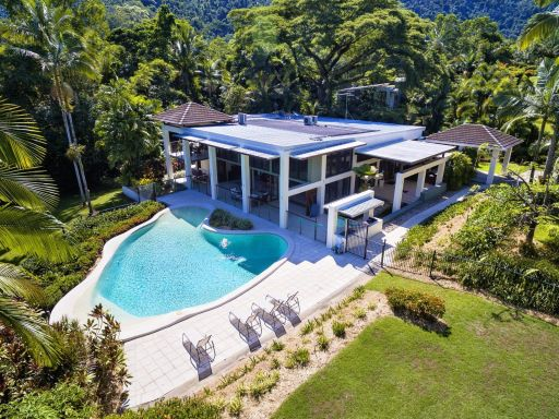 luxurious-estate-by-the-edge-of-the-rainforest 1