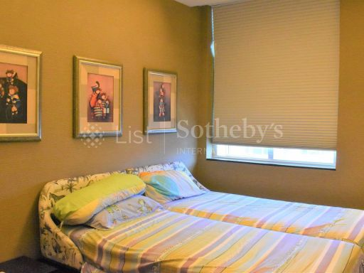 4-deluxe-bedroom-at-orchard-scotts 7