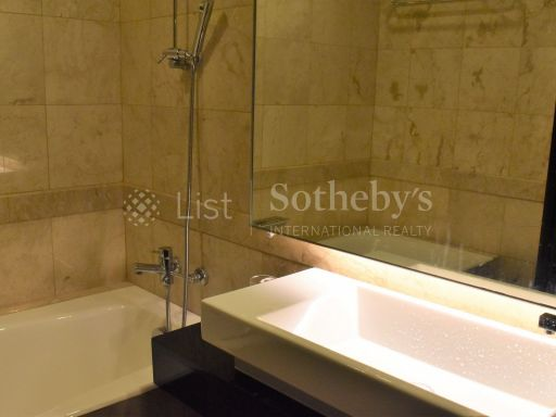 4-deluxe-bedroom-at-orchard-scotts 6