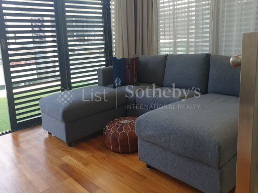 freehold-modern-cluster-bungalow-in-lynwood-grove-with-pool 3