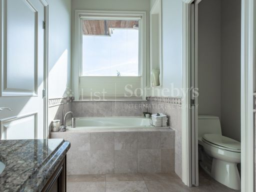 beautiful-ocean-and-mountain-view-property-in-south-surrey-bc-ca 6