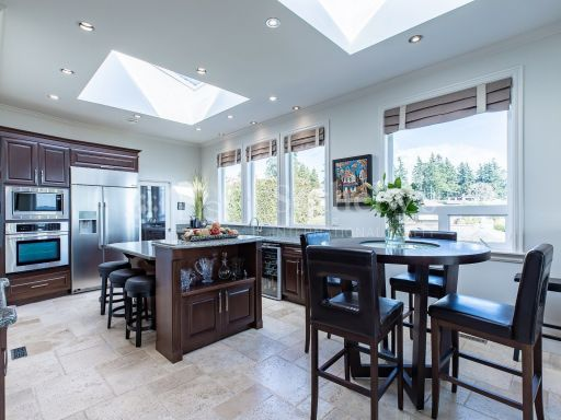 beautiful-ocean-and-mountain-view-property-in-south-surrey-bc-ca 4