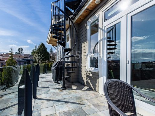 beautiful-ocean-and-mountain-view-property-in-south-surrey-bc-ca 17