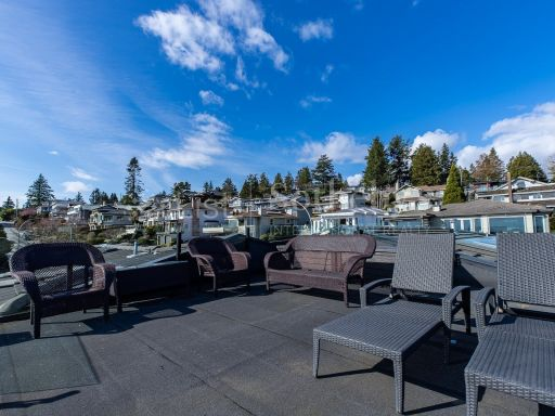 beautiful-ocean-and-mountain-view-property-in-south-surrey-bc-ca 16