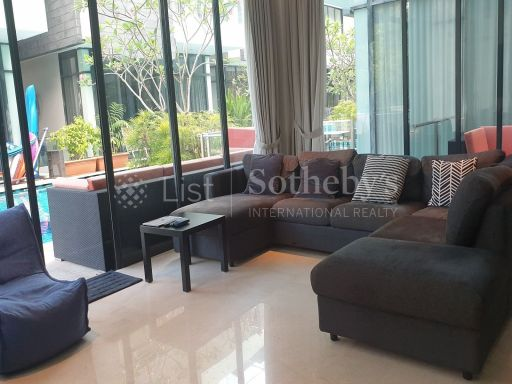 freehold-modern-cluster-bungalow-in-lynwood-grove-with-pool 2