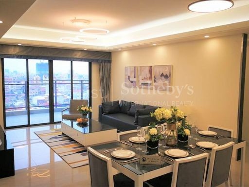 rare-spacious-penthouse-in-the-heart-of-phnom-penh-city 1