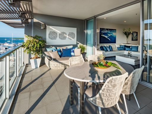 luxurious-absolute-waterfront-apartment 1