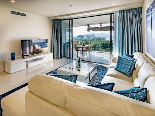 luxurious-absolute-waterfront-apartment 5