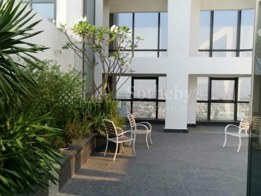 rare-spacious-penthouse-in-the-heart-of-phnom-penh-city 7